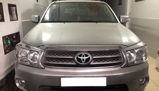 Cần bán Toyota Fortuner V 2.7L AT đời 2010, màu bạc chính chủ