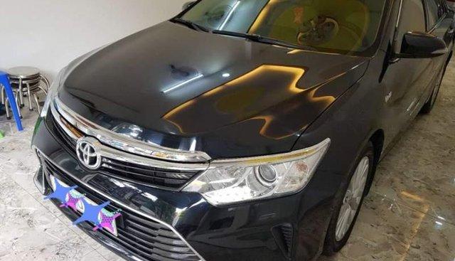 Bán Toyota Camry 2.0 E AT đời 2017, màu đen ít sử dụng, giá chỉ 875 triệu