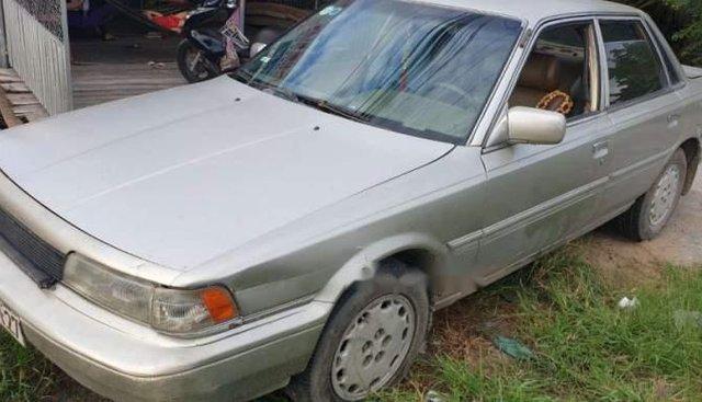 Cần bán gấp Toyota Camry 2.0 đời 1986, màu bạc, xe đang dùng tốt, nội thất dễ nhìn, hơi trầy
