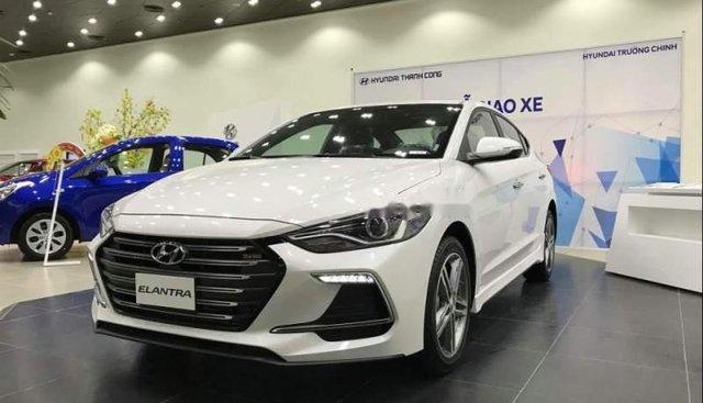 Bán ô tô Hyundai Elantra Sport năm 2019, màu trắng