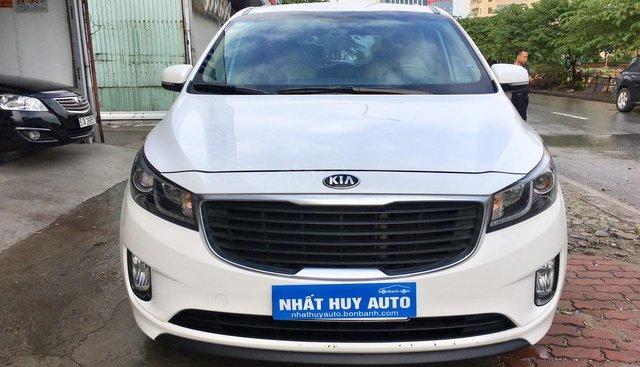 Cần bán xe Kia Sedona 2.2 DATH đời 2016, màu trắng, 890tr