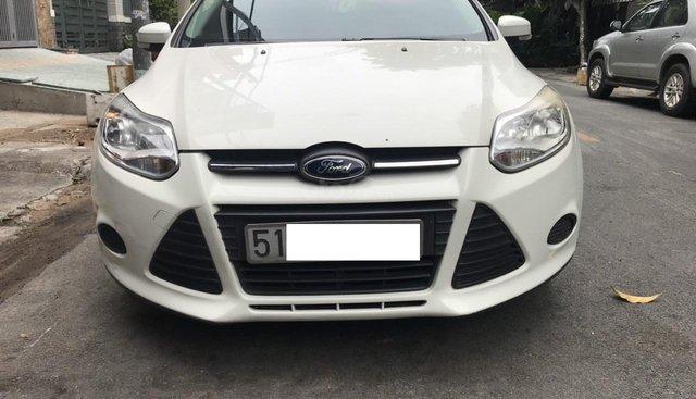 Bán Ford Focus MT đời 2014, màu trắng số sàn, giá chỉ 395 triệu