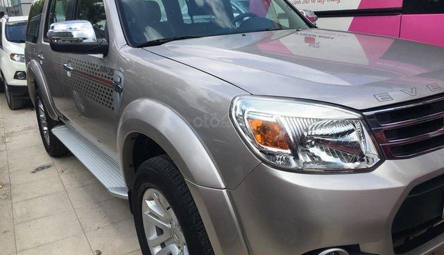 Bán Ford Everest Limited năm 2015, màu hồng phấn