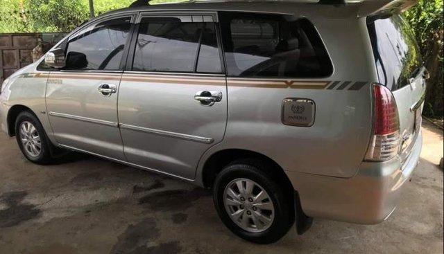 Cần bán Toyota Innova G năm sản xuất 2010, màu bạc, xe không lỗi nhỏ