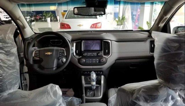 Bán xe Chevrolet Trailblazer 4x2 MT 2018, màu trắng, nhập khẩu