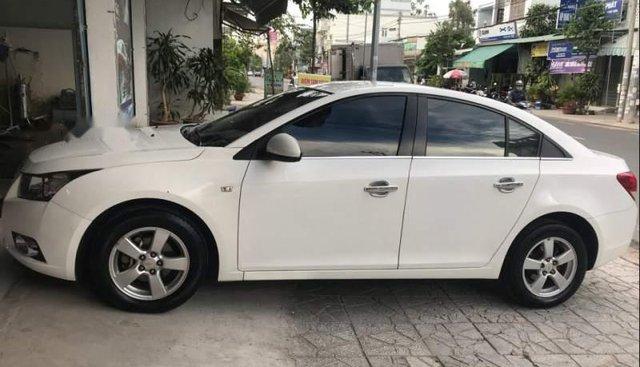 Bán xe Chevrolet Cruze đời 2010, màu trắng, nhập khẩu, xe gia đình