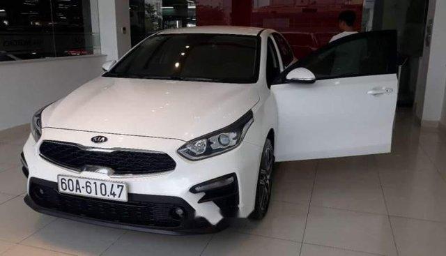 Cần bán lại xe Kia Cerato năm sản xuất 2019, màu trắng, xem xe ưng ý liền