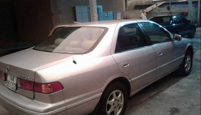 Cần bán gấp Toyota Camry sản xuất 1998, nhập khẩu, xe không lỗi nhỏ