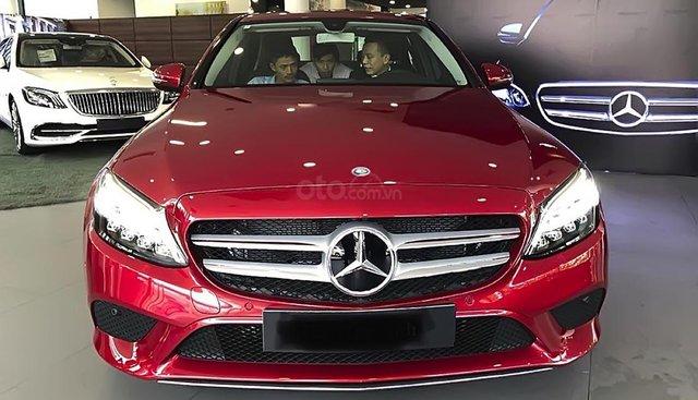 Bán xe Mercedes C200 sản xuất 2019, màu đỏ