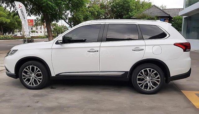 Cần bán xe Mitsubishi Outlander 2.0 CVT Premium đời 2019, màu trắng