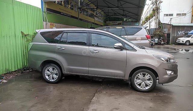 Cần bán Toyota Innova 2.0V sản xuất 2017