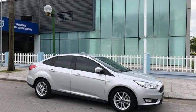 Chính chủ bán Ford Focus Ecoboost sản xuất năm 2017, màu bạc, xe nhập