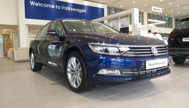 Bán Volkswagen Passat 2018, màu xanh lam, nhập khẩu nguyên chiếc từ Đức