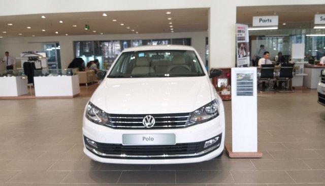 Bán ô tô Volkswagen Polo thương hiệu Đức, màu trắng, xe nhập