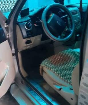 Bán xe Ford Everest 2009 số sàn màu bạc, xe đẹp không lỗi lầm gì