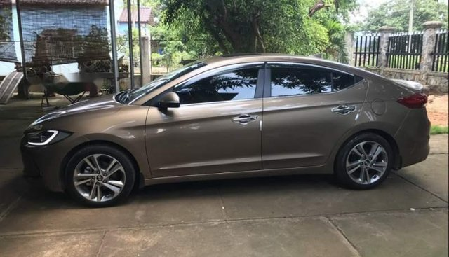 Bán ô tô Hyundai Elantra 2.0AT năm sản xuất 2017, nhập khẩu, xe đẹp, còn bảo hành