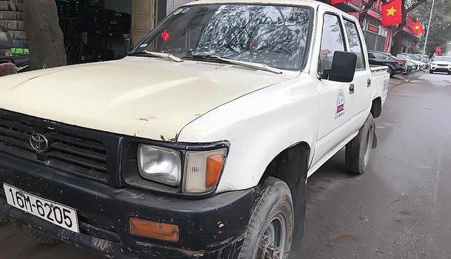 Xe Toyota Hilux 2.4L 4x4 MT đời 1995, màu trắng, nhập khẩu nguyên chiếc
