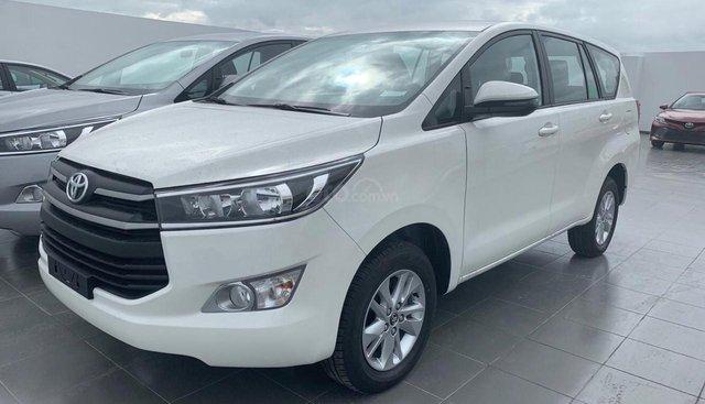 Xe 8 chỗ Toyota Innova, khuyến mãi hấp dẫn, trả trước từ 190tr, full phụ kiện, LH Nhung 0907148849