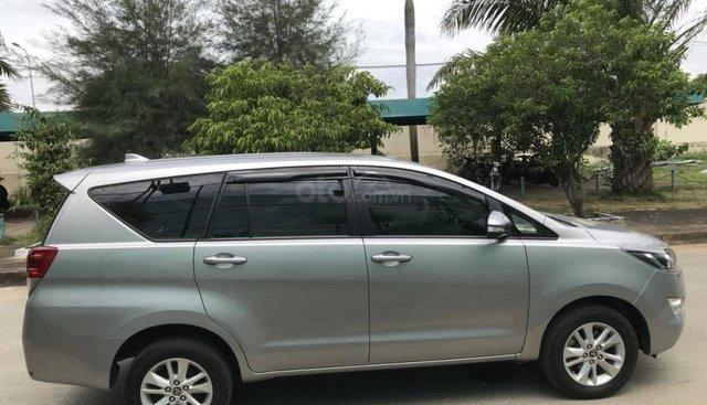 Cần bán xe Toyota Innova 2018 số sàn màu xám