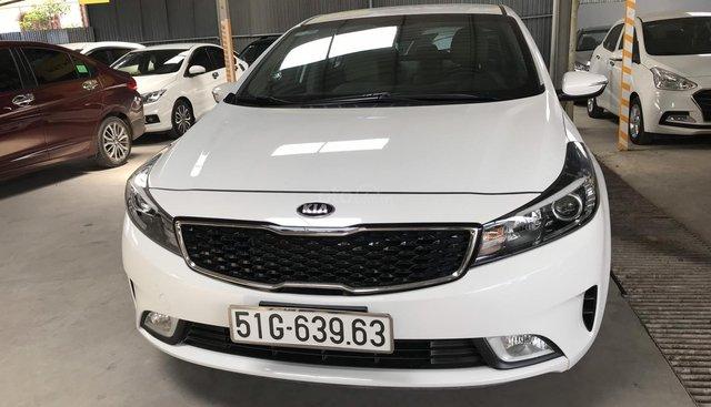 Bán Kia Cerato 1.6MT màu trắng, sản xuất 2018 biển Sài Gòn bản đủ đi 10.000km