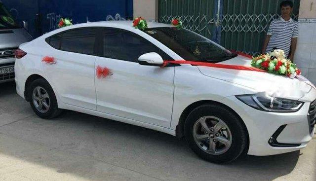 Bán ô tô Hyundai Elantra MT 1.6 đời 2017, màu trắng, nhập khẩu nguyên chiếc