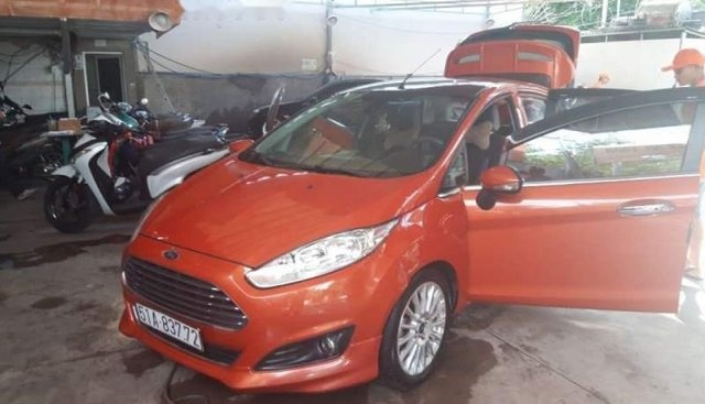 Cần bán gấp Ford Fiesta đời 2014, màu đỏ, xe nhập chính chủ, giá 420tr