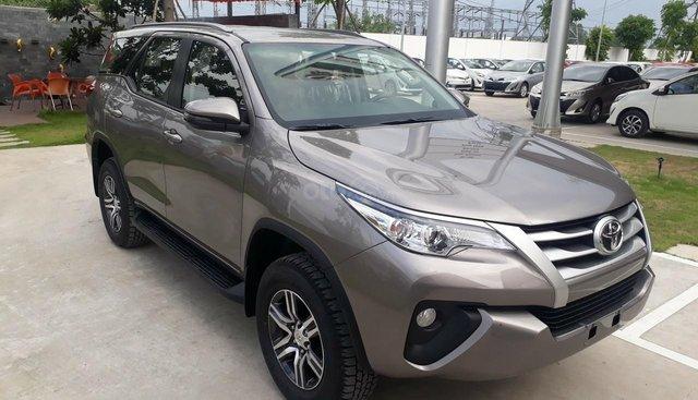 Toyota Fortuner 2.4G số sàn máy dầu 2019, màu đồng, hổ trợ vay 85% thanh toán 240tr nhận ngay xe