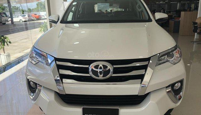 Bán Toyota Fortuner 2.4G số tự động máy dầu màu trắng ngọc trai, vay 85%, trả 280tr nhận ngay xe