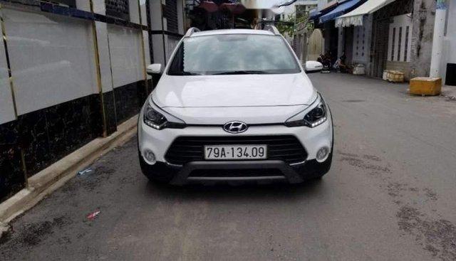 Bán xe Hyundai i20 Active năm 2016, màu trắng, nhập khẩu nguyên chiếc, không một ngày kinh doanh dịch vụ