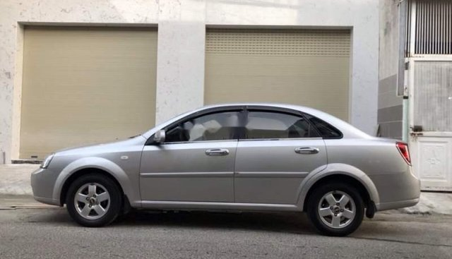 Bán Chevrolet Lacetti đời 2012 màu bạc, xe gia đình 1 chủ mua mới sử dụng rất kỹ nên còn rất đẹp