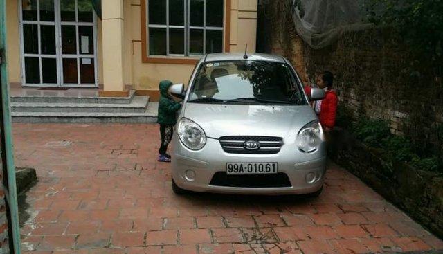 Cần bán gấp Kia Morning 2011, màu bạc, xe đẹp