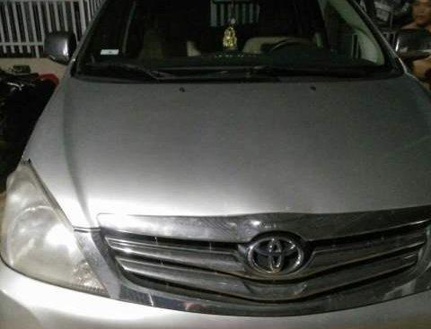 Gia đình bán lại xe Toyota Innova G 2006, màu bạc, xe nhập