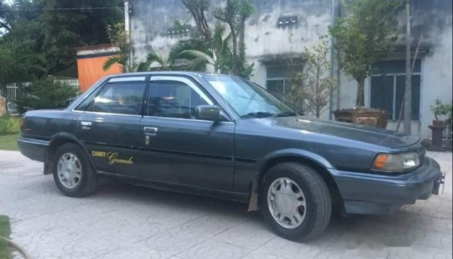 Cần bán gấp Toyota Camry sản xuất năm 1988, nhập khẩu, máy chạy êm