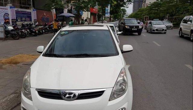 Chính chủ bán xe Hyundai i20 SX 2011, màu trắng, nhập khẩu, biển Hà Nội