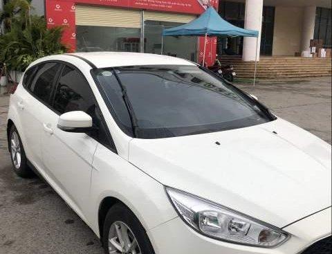 Bán xe Ford Focus 2018, màu trắng, xe sử dụng mới 6 tháng