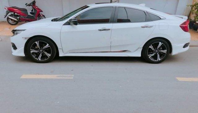 Bán Honda Civic 1.5L đời 2017, màu trắng như mới