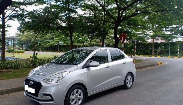 Cần bán xe Hyundai Grand i10 1.2AT năm 2018, màu bạc, xe nhà cần bán gấp 395 triệu