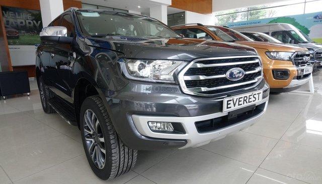 Ford Everest Titanium bi turbo, màu xám, giao ngay trong tháng