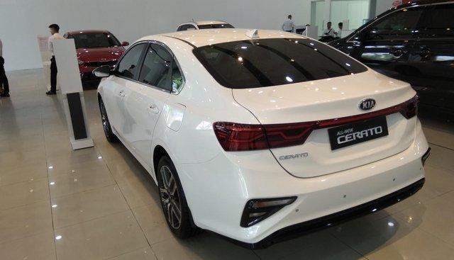 Kia Cerato 1.6 AT 2019, trắng tương tư