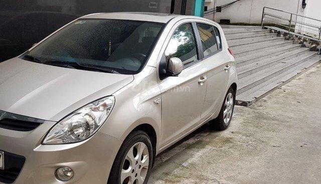 Bán xe Hyundai i20 2010, màu bạc, nhập khẩu