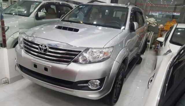Bán Toyota Fortuner đời 2015, màu bạc, số sàn, máy dầu