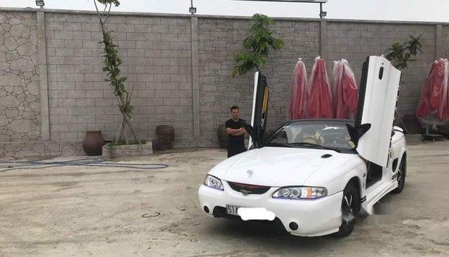 Bán Ford Mustang sản xuất năm 1995, màu trắng, nhập khẩu nguyên chiếc, chính chủ giá cạnh tranh