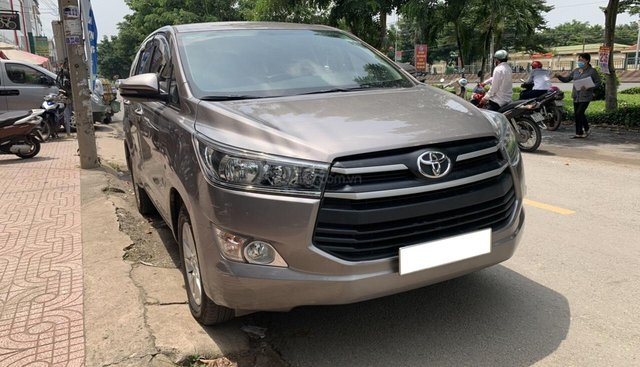 Mình cần bán 1 ô tô Toyota Innova E đời 2018