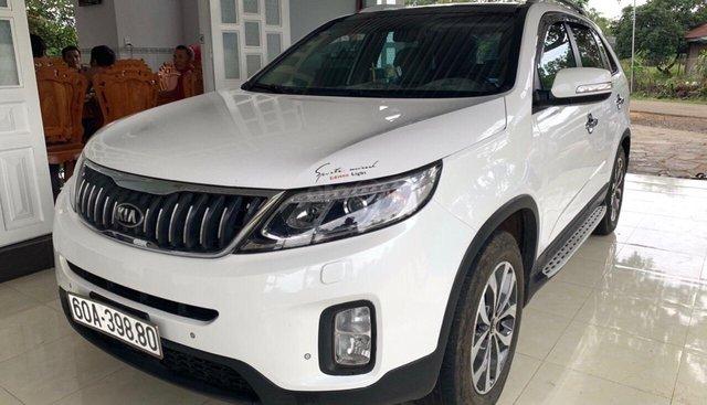 Cần bán Kia Sorento DATH sản xuất 2017, xe máy dầu, số tự động
