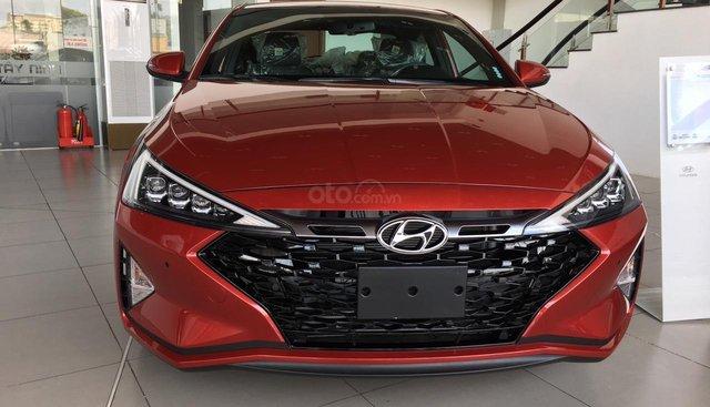 Cần bán Hyundai Elantra 1.6 Turbo sản xuất 2019, màu đỏ