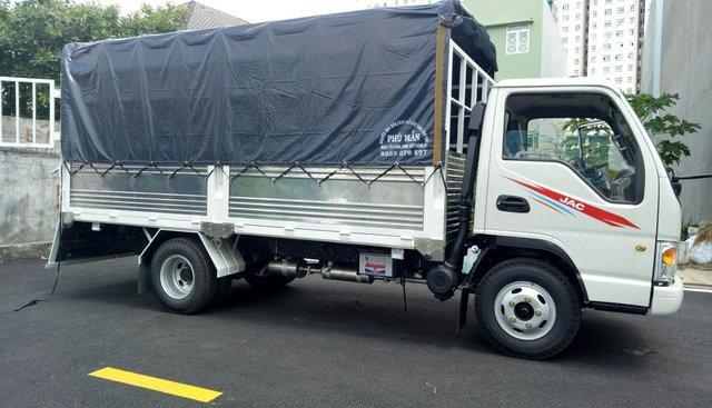 Bán JAC 2,4 tấn thùng 3m2, máy Isuzu 2019, 50tr nhận xe ngay