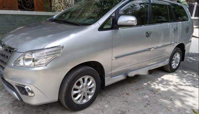 Cần bán gấp Toyota Innova E đời 2014, màu bạc, số sàn giá cạnh tranh