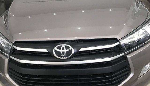 Bán Toyota Innova năm 2018, màu nâu đồng giá tốt