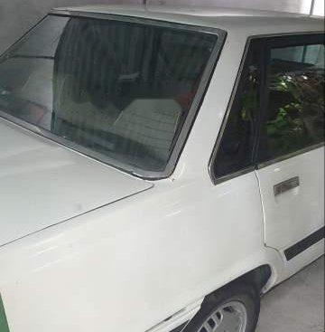 Bán xe Toyota Camry năm sản xuất 1985, màu trắng