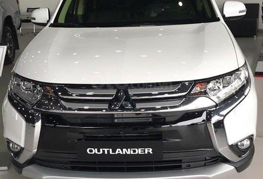 Bán Mitsubishi Outlander CVT 2.0 sản xuất 2019, màu trắng